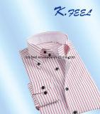 Roter und blauer Streifen-Hemd mit Tasten-unten Muffe