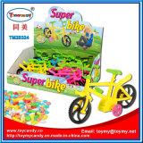 Plastiksuperfahrrad-Spielzeug mit Süßigkeit