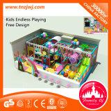 O labirinto interno grande brinca o equipamento do campo de jogos para crianças