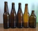 ブラウンかこはく色ビールガラスビン