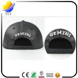 Gorra de béisbol modificada para requisitos particulares del cuero de la insignia del bordado en color sólido