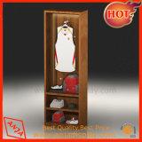 Le vêtement en bois fait des emplettes des présentoirs