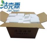 Den Melamin-Schwamm allgemein verwenden und Schwamm-Auflage säubern