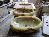 Bacia de lavagem amarela da cozinha da pedra do Onyx