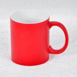 Tazas de café de cerámica modificadas para requisitos particulares de los colores con insignia de la compañía
