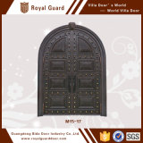 집의 기갑 문 또는 아치 정문 디자인 또는 정문