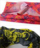 Dekorativer im Freiensport, der kundenspezifisches Firmenzeichen gedruckten Bandana reitet