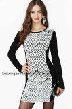 Frauen Soem-Form-Strickjacke-Kleid mit Check-Muster (W18-513)
