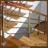 De Vierkante Balustrade van het roestvrij staal met Stevige Houten Leuning (sj-S304)