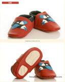Красные связанные Folower ботинки младенца