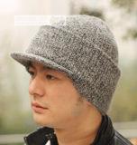 編まれた冬の帽子を編む強盗マスクの人2の方法