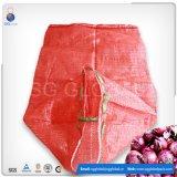 Roter Polyineinander greifen-Beutel für verpackenorangen und Kartoffeln