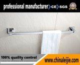 高品質の浴室のアクセサリの壁に取り付けられた二重タオル掛け棒