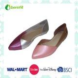 Projeto bonito para sapatas ocasionais do PVC das mulheres
