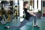 Pantaloni elastici di allenamento di forma fisica delle ghette di sport dell'alta vita delle donne