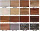 Suelo de madera del PVC con el modelo de la alfombra disponible