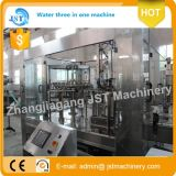 Terminar el agua pura que embotella produciendo la máquina