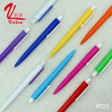 Pen Clik van de Ballpoint van het Af:drukken van het embleem de Plastic Goedkope Plastic