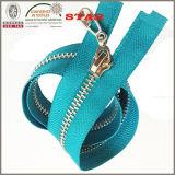 Metal colorato 2016 Zipper con Low Price per Garments