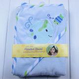 Le velours de bébé Swaddle le poncho à capuchon couvrant de serviette