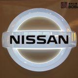 照らされたアクリルの水晶車のロゴの印