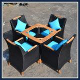 Wholesales Outdoor Garden Mesa e Cadeira Set de jantar Móveis de Rattan