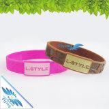Incandescer na borracha principal dos Wristbands escuros da jóia de Slicone datilografa faixas do logotipo da forma do bracelete