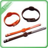 El fabricante 2016 suministra Wristbands coloridos del PVC de la alta calidad