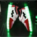 Chaussures lumineuses Lace-up de la courroie DEL de Pentecôte de gosses, chaussures occasionnelles supérieures de gosses d'unité centrale de mode