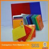 El plástico de la tarjeta del plexiglás de Clear&Color echó a tarjeta de acrílico