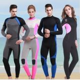Classificare un vestito di Lycra per praticare il surfing di immersione subacquea