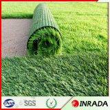 Hierba artificial sintetizada suave segura del fútbol del césped que ajardina para el césped