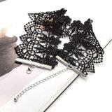 民族の広く黒いハンドメイドのかぎ針編みのレースは花文のチョークバルブのネックレスをくり抜く