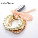Bracelets dernier cri élastiques de femmes de lacet acrylique en plastique de fleur de perle réglés
