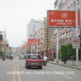 De openlucht Weg die van de Straat het Lichte Aanplakbord van de Driehoek van de Doos met Polen adverteert
