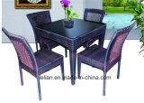 La Tabella pranzante e la presidenza del rattan del ristorante hanno impostato egualmente per la casa (LL-RST004)