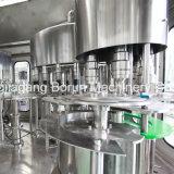 Água automática cheia que engarrafa fazendo a máquina da produção