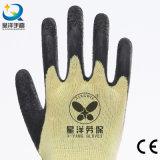 A palma do látex revestiu a luva inteiramente revestida do trabalho da segurança do polegar