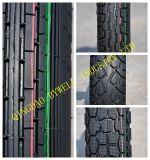 La motocicleta excepcional pone un neumático los neumáticos con buen funcionamiento