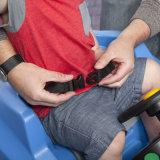 Езда на автомобилях нажима ручки малышей игрушки дефектных для малышей