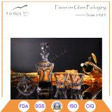 Ansammlungs-waagerecht ausgerichtete Glaswein-Flasche und Cup