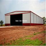 Edifício projetado e da instalação do aço estrutural