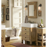 Einfacher Fußboden, der hölzernen Badezimmer-Schrank steht