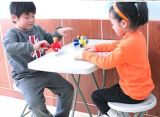 منافس من الوزن الخفيف صغيرة بلاستيكيّة يطوي كرسيّ مختبر