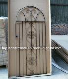 粉の上塗を施してある庭ゲート