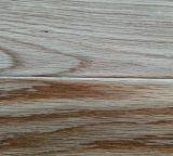 マルチ層のカシの寄木細工の床は油をさされた木製のフロアーリングによってブラシをかけられた自然設計した