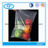 Verdura fresca che impacca il sacchetto di plastica su rullo