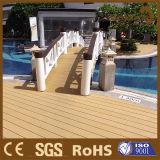 Decking extérieur composé en bois imperméable à l'eau en gros de WPC pour la piscine