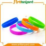 Wristband del silicone di disegno del cliente con il marchio