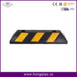 Detener estacionamiento del coche del caucho con la carta de advertencia